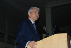 Ambassador Sichan Siv, keynote speaker at the Vietnam Center's 2009 Conference, 14 April 2009